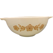 Pyrex Butterfly Gold 2 1/2 Qt Cinderella Mixing Bowl Gold on White