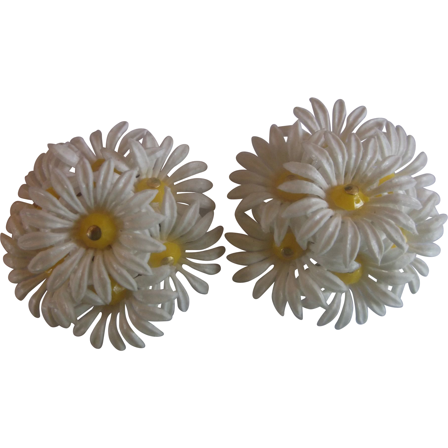 Hong Kong White Daisy Cluster Plastic Flower Clip Earrings