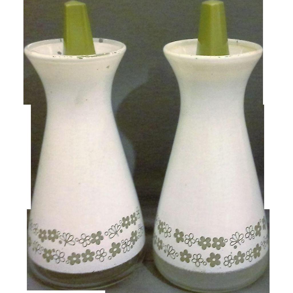 Pyrex Corelle Spring Blossom Crazy Daisy White Green Salt Pepper Shakers