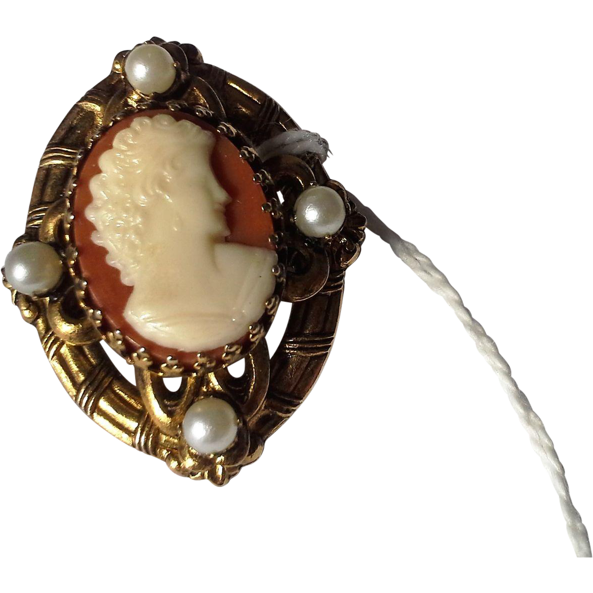 Plastic Cameo Costume Jewelry Pin Brooch Oval Gold Tone Finding
