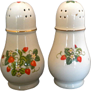 Vintage 1978 Avon Strawberries Big Porcelain Salt & Pepper Shakers 22k Gold Trim