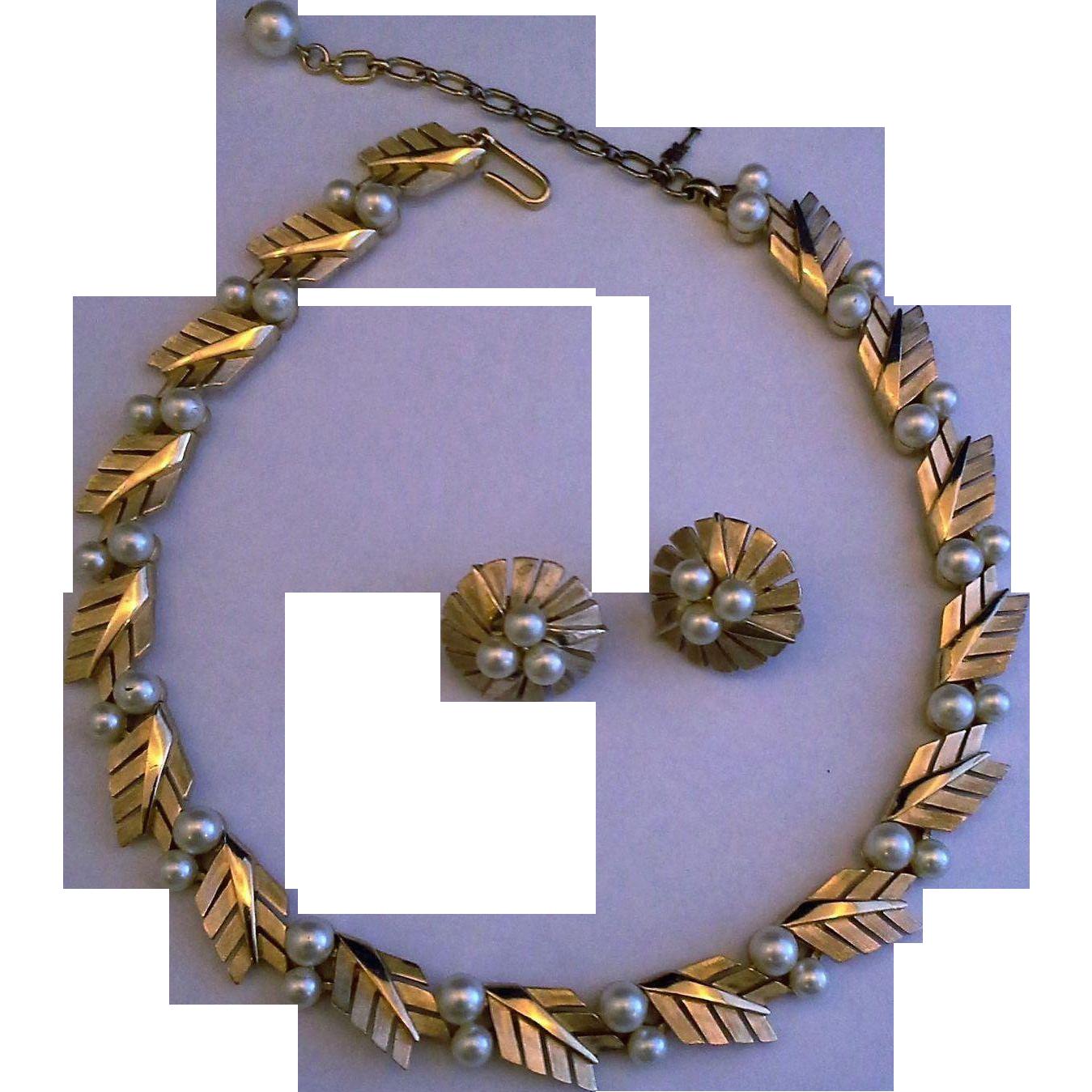 Crown Trifari Brushed Gold Tone Faux Pearls Fern Leaf Links Necklace Choker Earrings Set