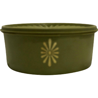 Tupperware Avocado Green Servalier 8 Cup Canister 1204