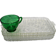 Anchor Hocking Serva Snack Bullseye Colonial Lady 8 Pieces 4 Clear Trays 4 Forest Green Cups