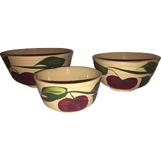Set of 3 Watt Pottery Graduated Nesting Bowls in the Apple pattern