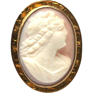 Art Nouveau Angel Skin Coral 10k Yellow Gold High Relief Cameo Brooch Pendant