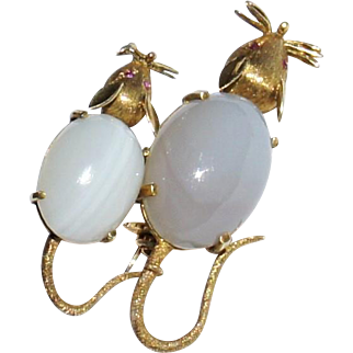 HOLD Vintage Estate 18k Yellow Gold Blue Agate Cabochon Ruby Figural Pair of Mice Mouse Brooch