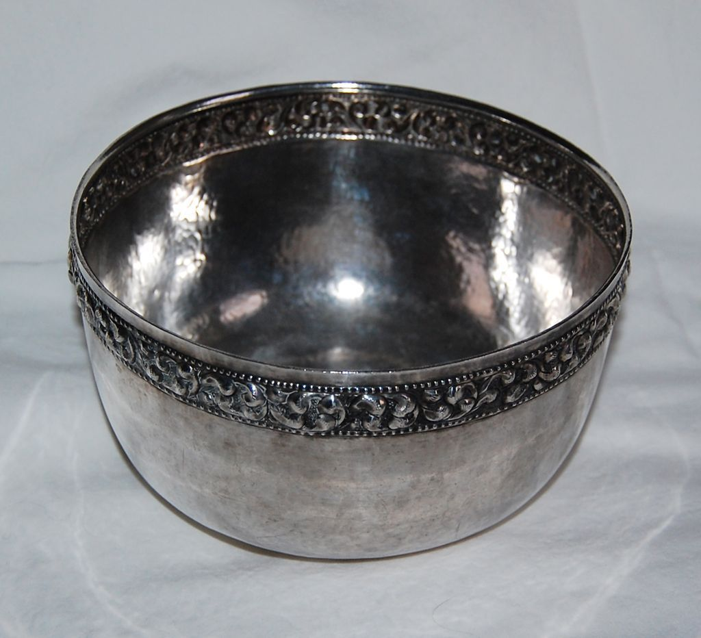THAI SILVER BOWL - Solid Silver Bowl / Ornate Band, old