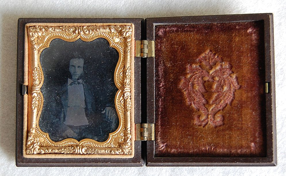 AMBROTYPE Photograph / GUTTA PERCHA case - gentleman