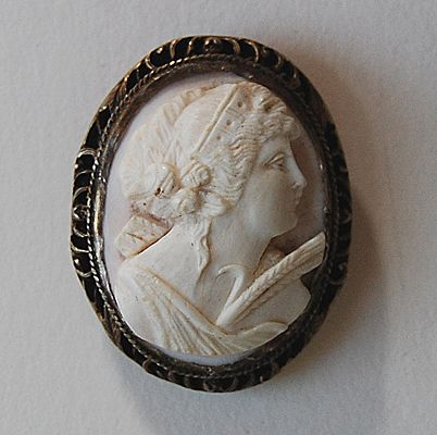 Antique CORAL CAMEO - Angel Skin / Clip Brooch