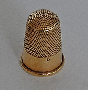 Antique GOLD THIMBLE - 14K Gold / Wide Plain Band / Size 6