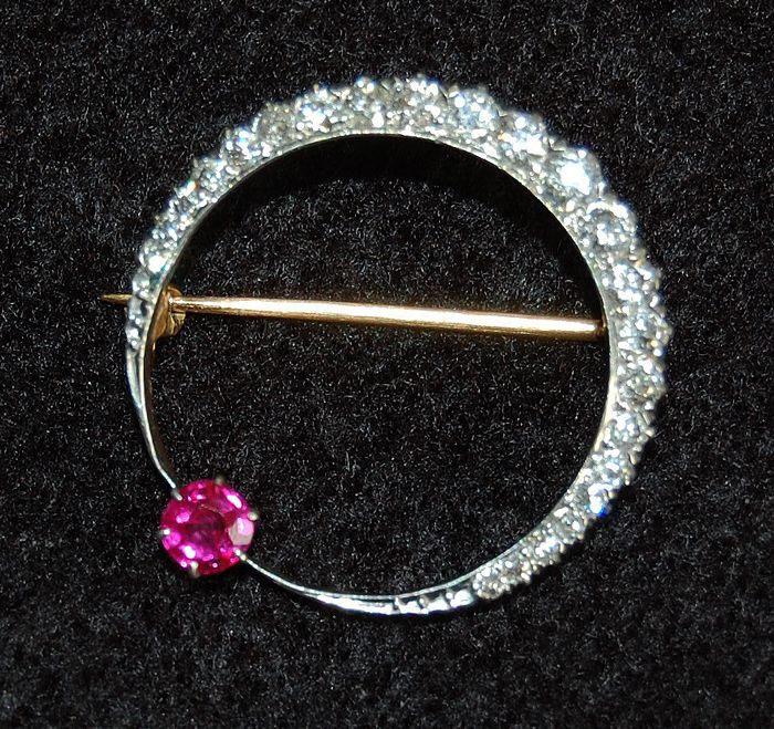 Very Fine - Antique DIAMOND & RUBY CIRCLE Brooch - Platinum / Gold