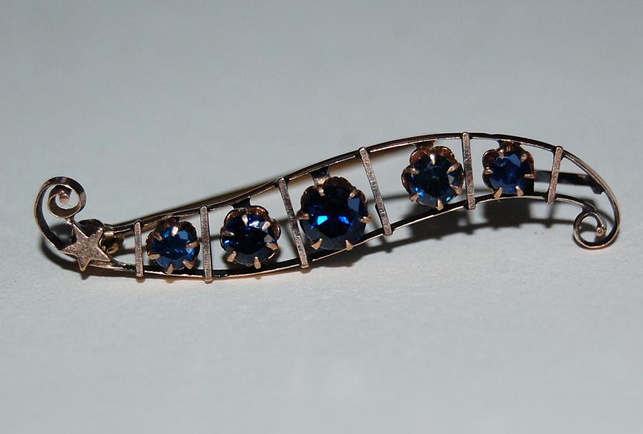 VICTORIAN SAPPHIRE Bar Pin / Brooch w/ Gold Star - 10K Gold  (circa: 1880)