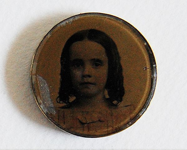 Victorian Photography Brooch (YOUNG CHILD / GIRL)