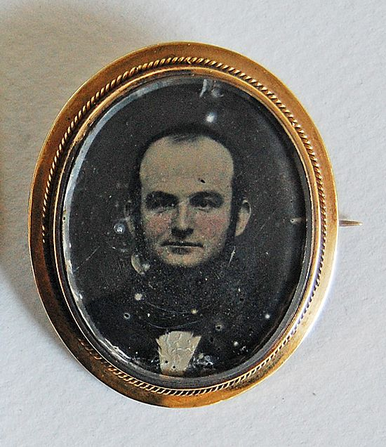 Antique PHOTOGRAPH BROOCH - Ambrotype (Portrait / Gentleman), 14K Gold