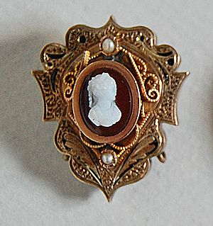 Antique VICTORIAN CAMEO Brooch - ornate 14K Gold