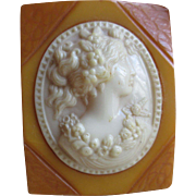 Vintage 30s 40s Deco Bakelite and Celluloid Cameo Brooch