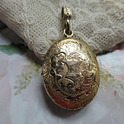 Victorian Picture Locket in Gold Fill with Wonderful Bail