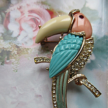 Vintage Thermo Plastic Rhinestone Unsigned Toucan Pin