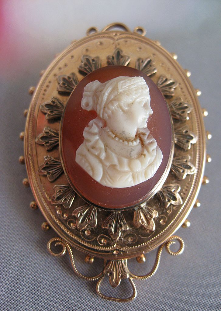 Beautiful 10K Hard Stone Cameo Pin - Pendant   Victorian