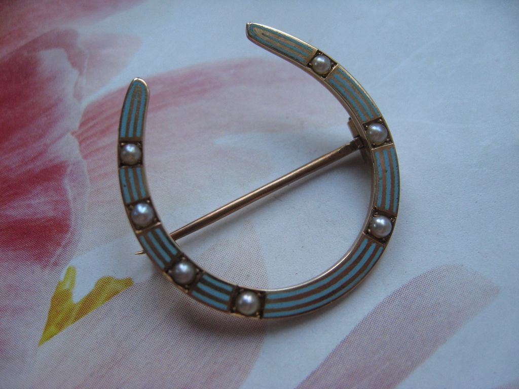 Antique Riker Brothers Enameled Horse Shoe Pin