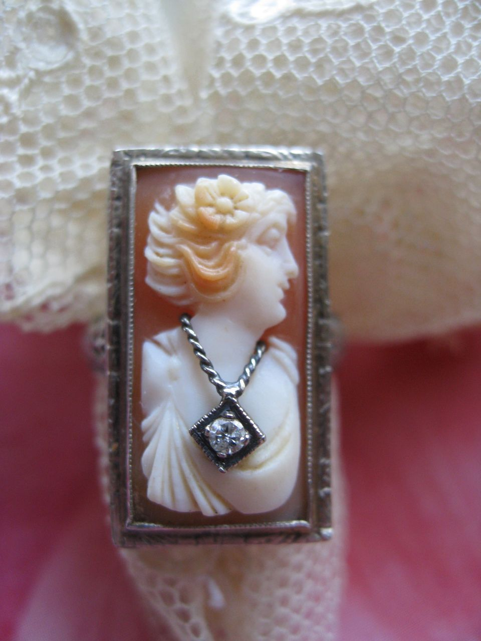14K White Gold Cameo Habille Ring    Circa 1930