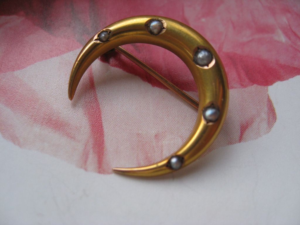 Victorian 10K Crescent Moon Pin