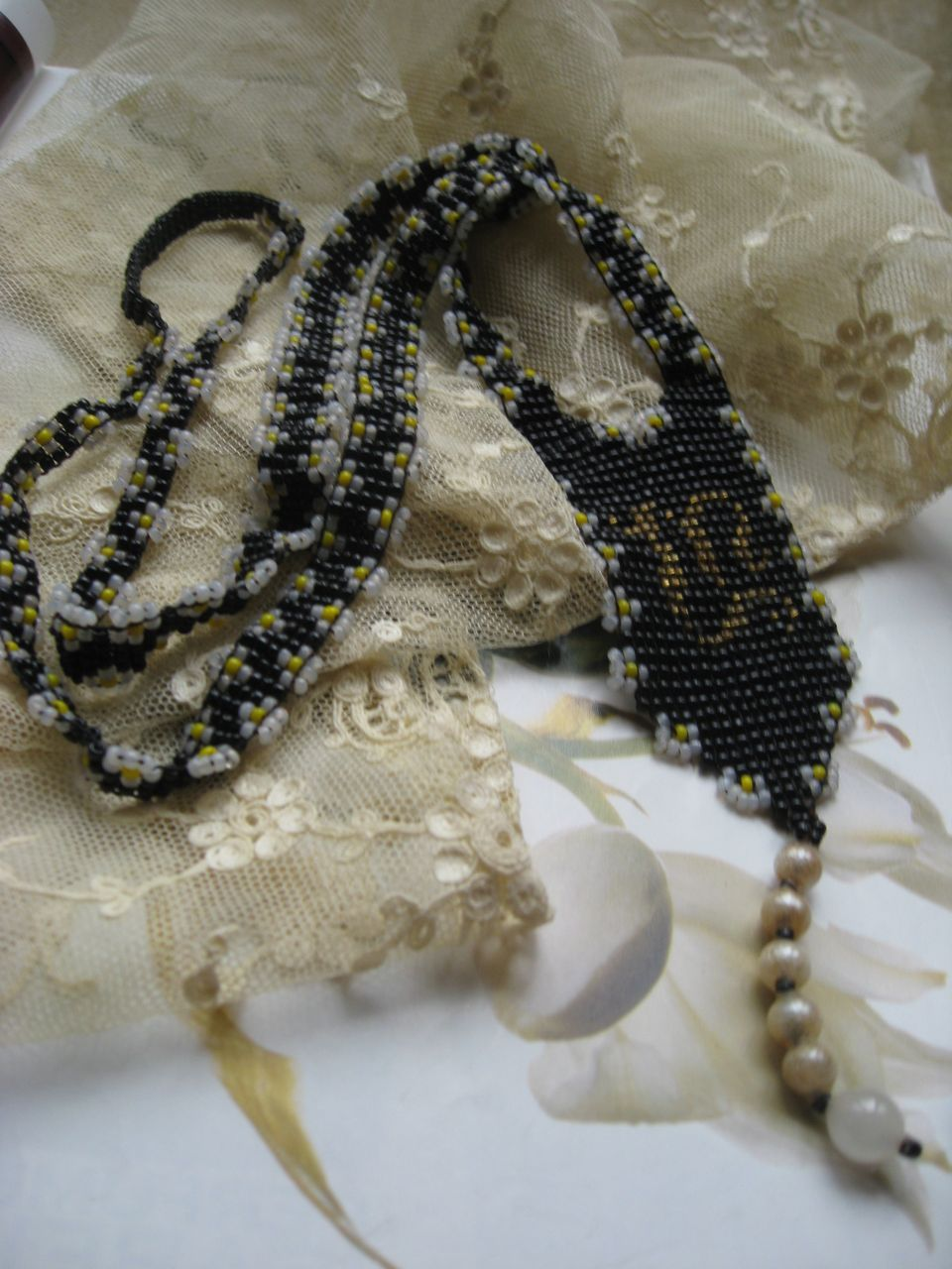 Circa 1920 Beaded Necklace   Daises