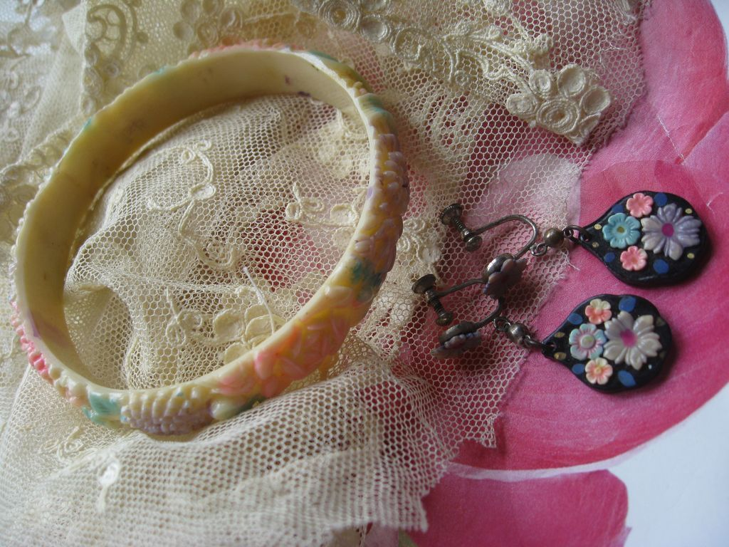 Celluloid Bracelet & Screw Back Earrings