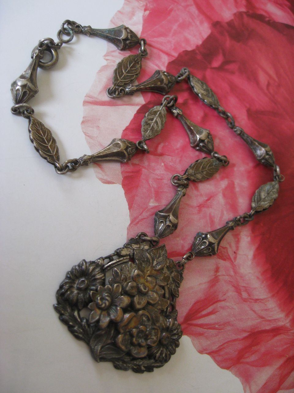 1930s Floral Necklace