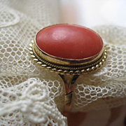 Vintage Italian 18K 750 Coral Ring, Fine estate Jewelry