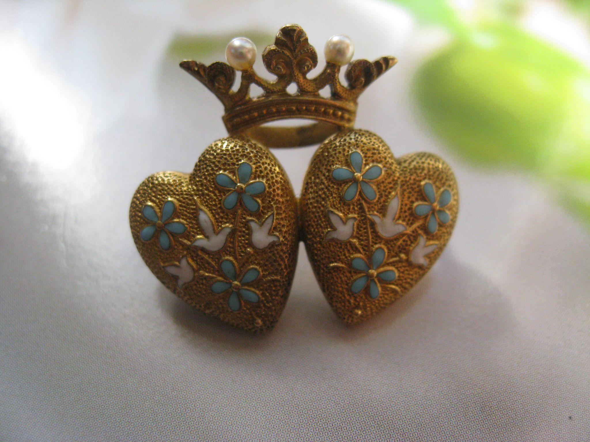 Krementz 14K  Enameled Crowned Double Heart Pin, Antique Art Nouveau