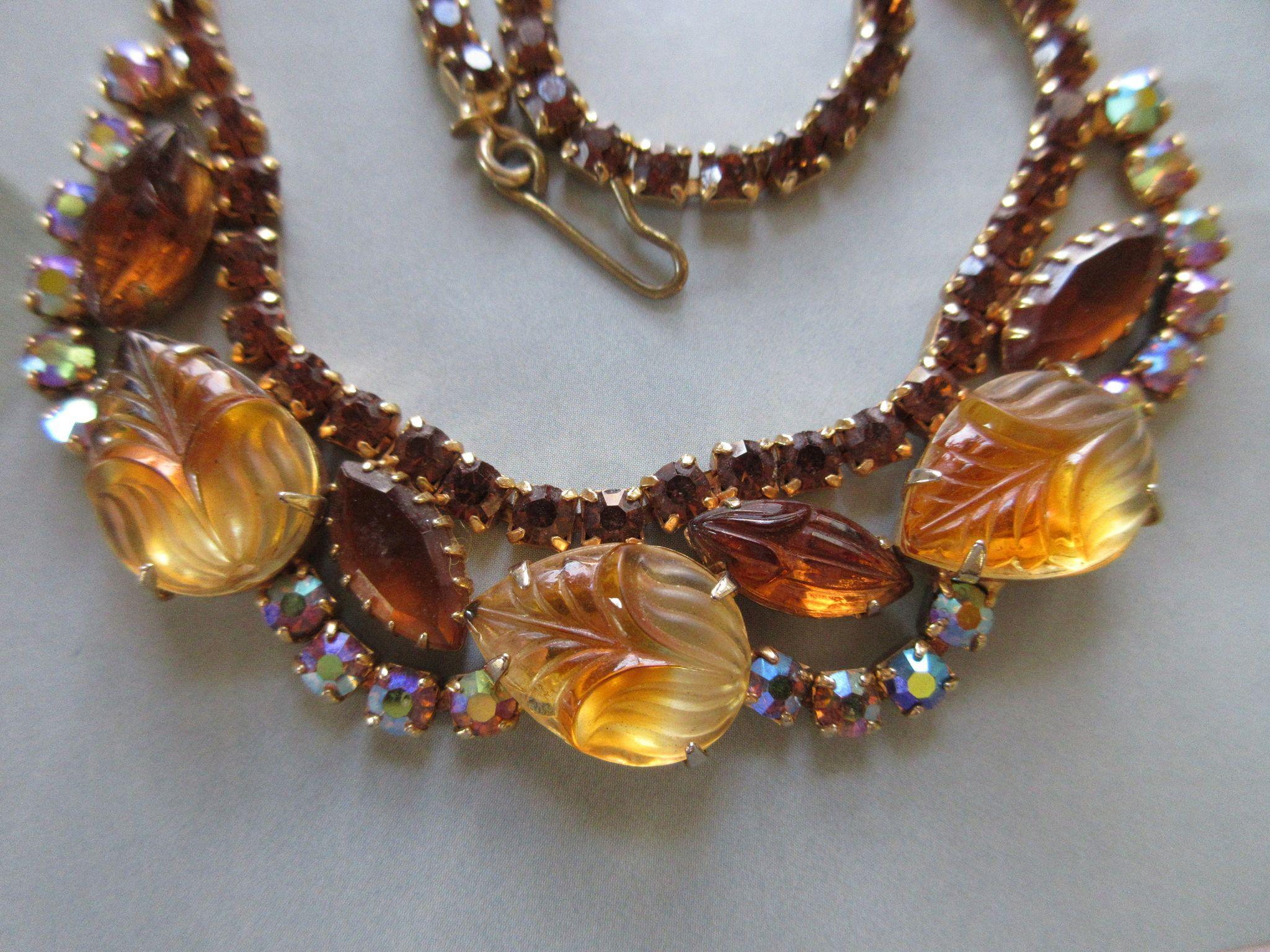 Vintage Unsigned Costume Molded Glass Necklace