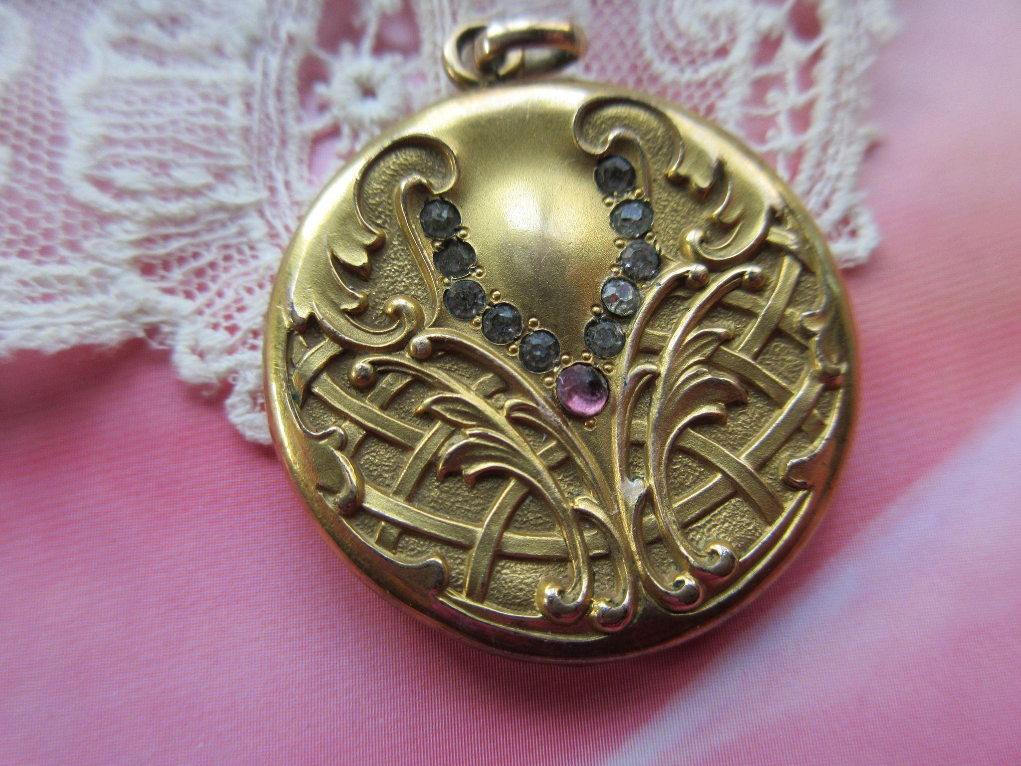 Art Nouveau Paste Locket in Gold Fill
