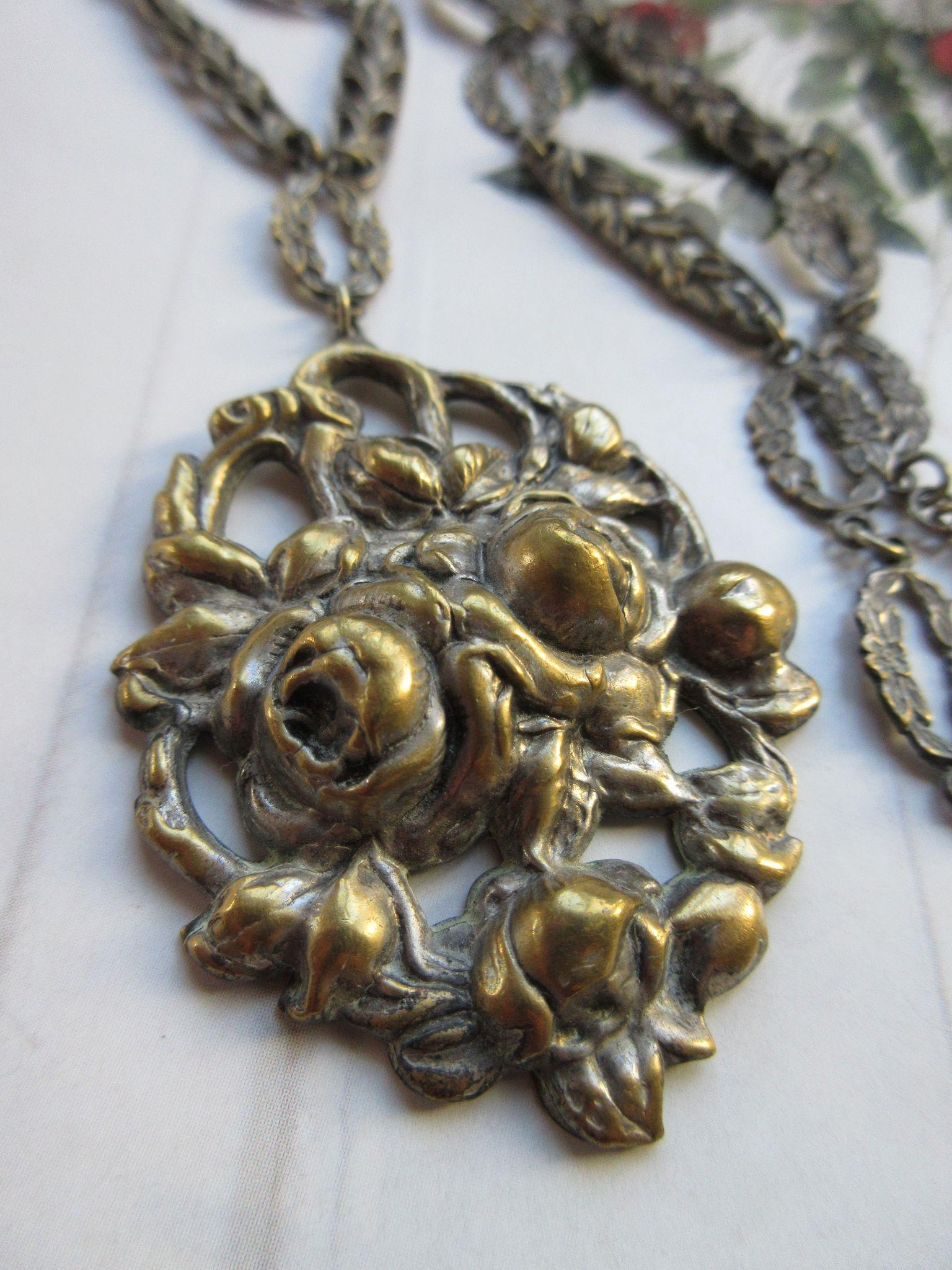 Vintage 1930s Repousse Roses Necklace