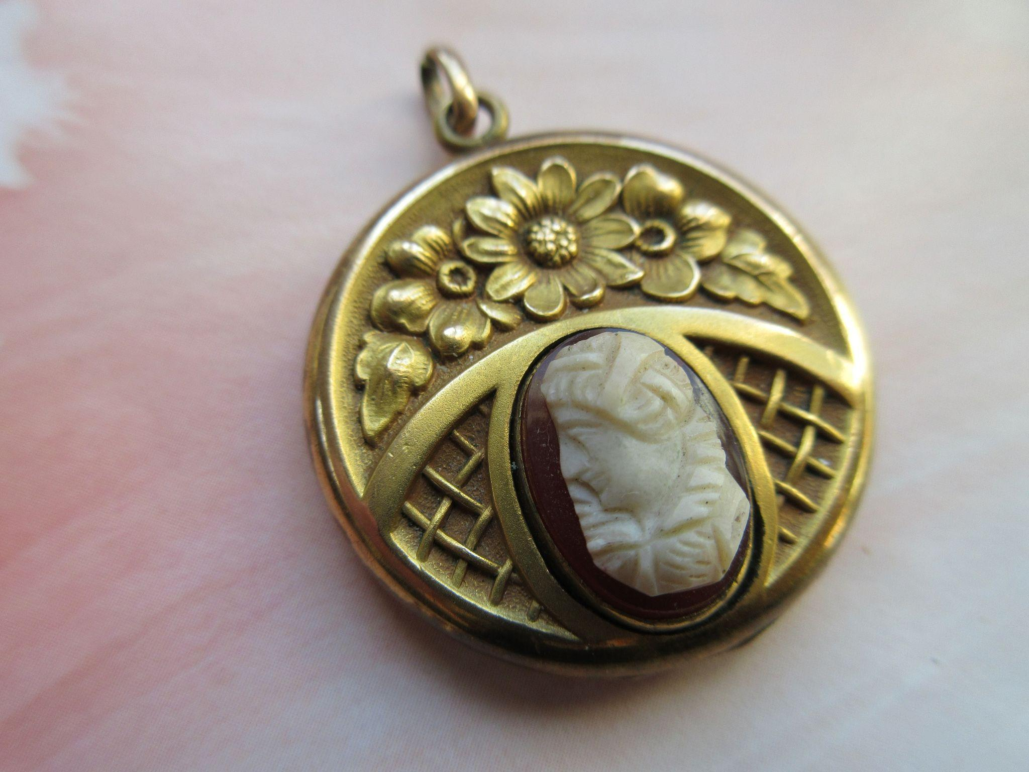 Antique Cameo Locket Art Nouveau