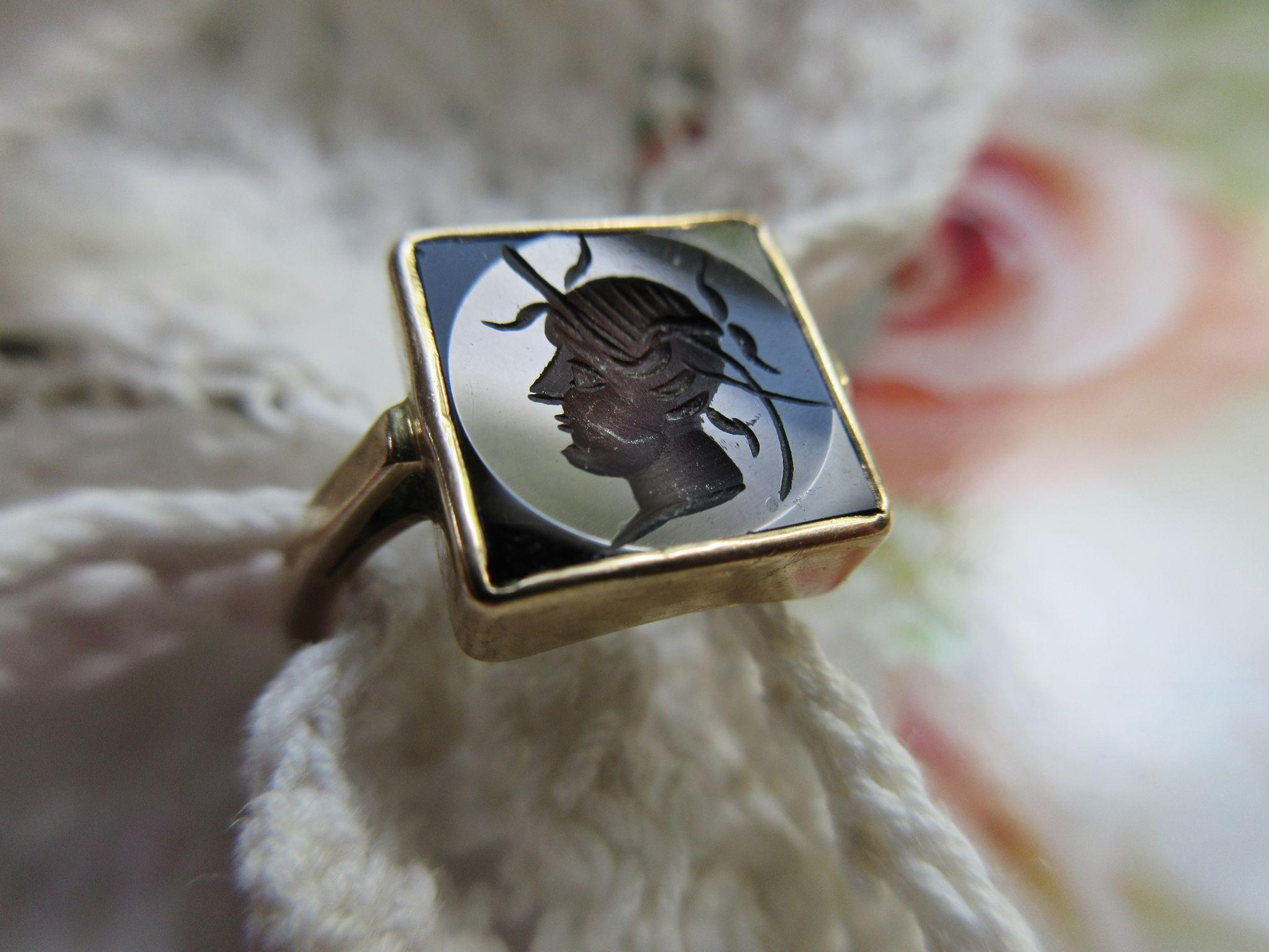 Older Vintage 10K Intaglio Ring