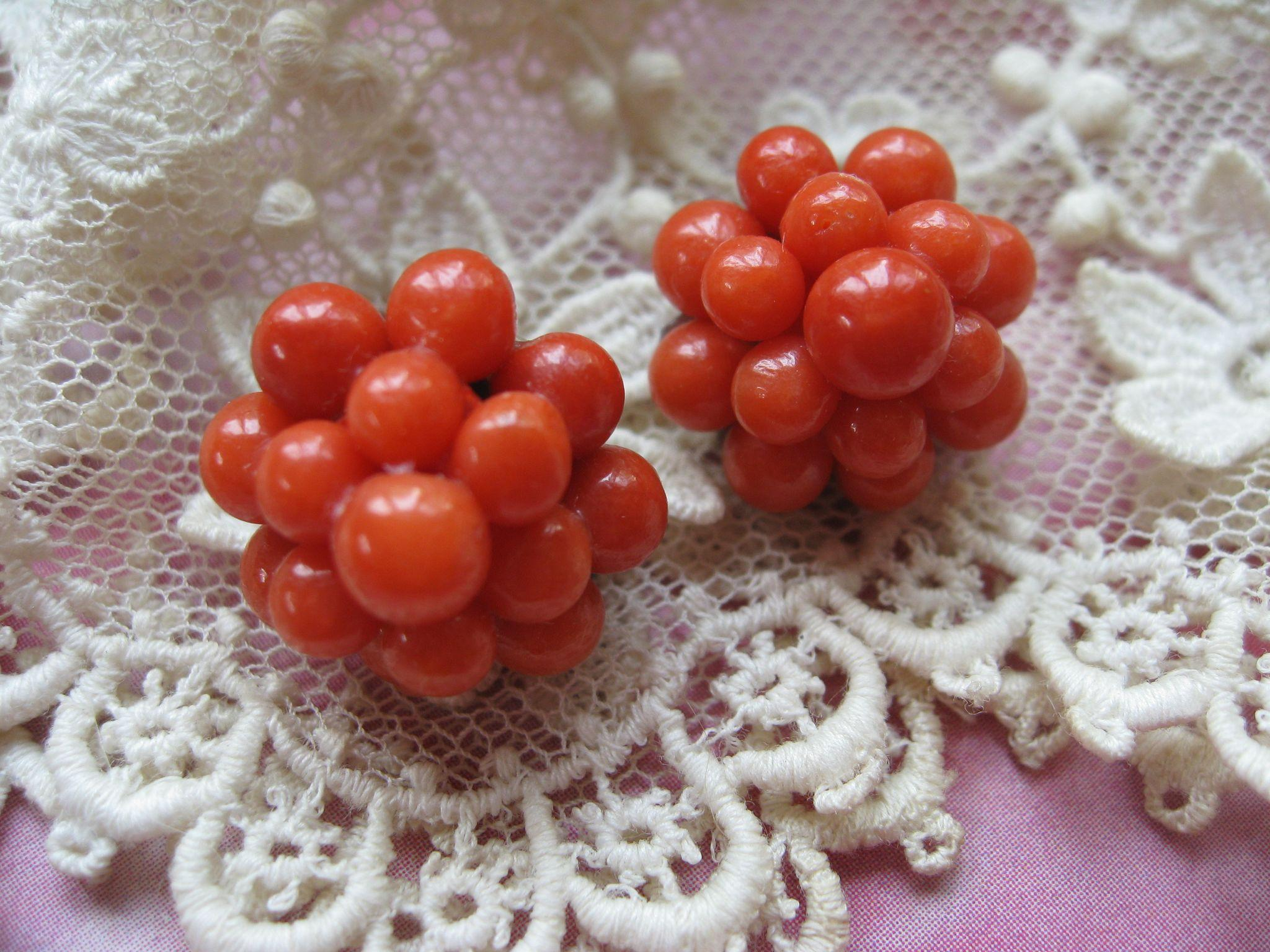 Vintage Coral Bead Clip On Earrings