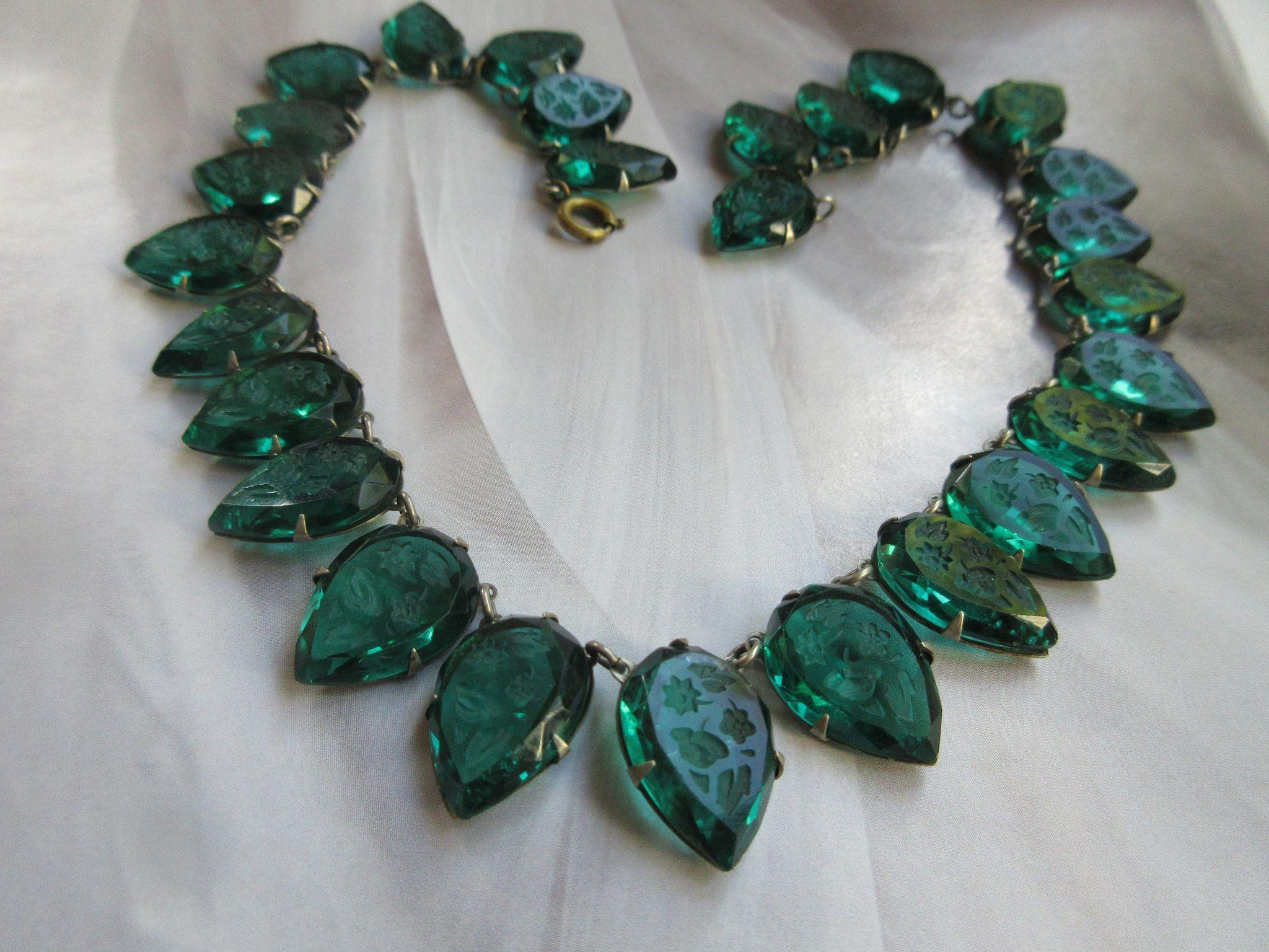 Vintage Circa 1920 Fishel Nessler FNCO Emerald Green Glass Intaglio Necklace