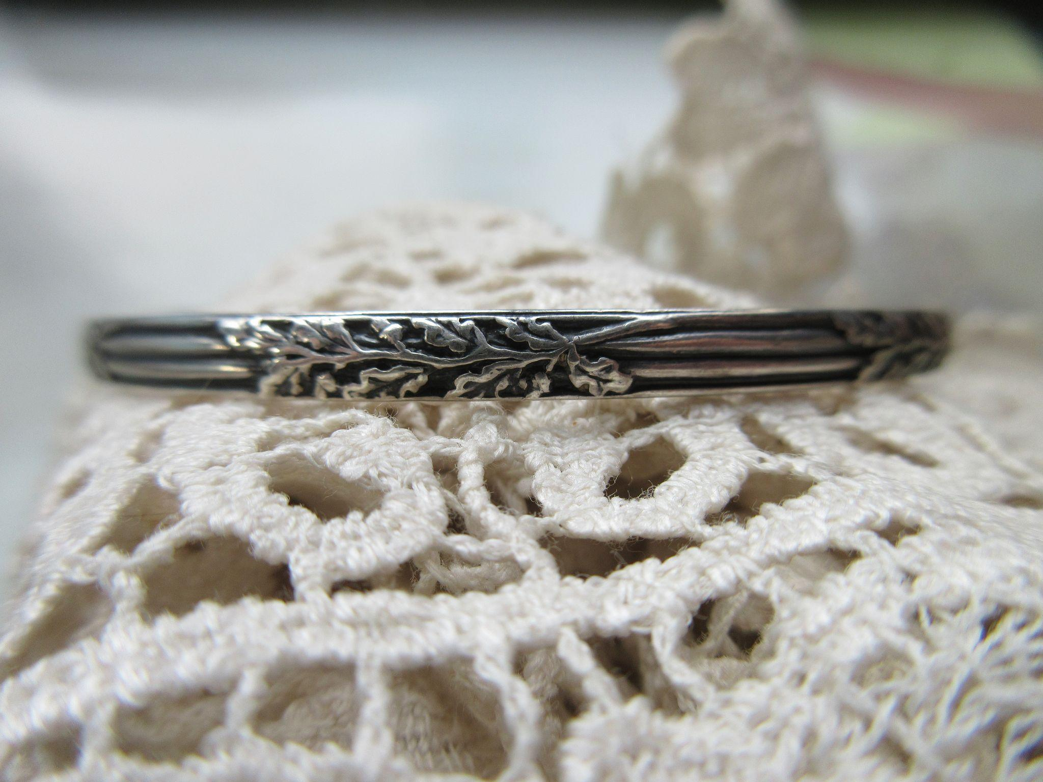 Vintage Felch Co Sterling Silver bangle Bracelet Acorns and Oak Leaves