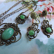Vintage 30s Green Glass Necklace and Screw Back Earrings