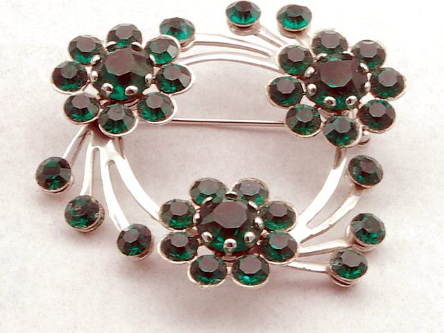 Lovely Vintage Green Rhinestone Flower Swirl Pin Brooch