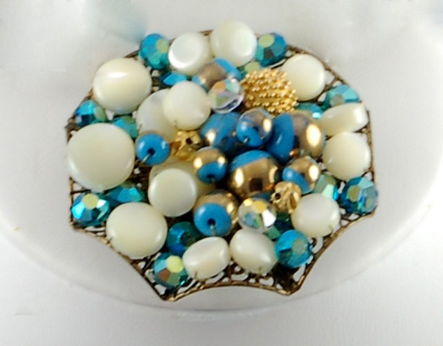 Wonderful Vintage Blue Aurora Borealis Rhinestone White Blue Bead Brooch Pin Earrings Set Demi Parure