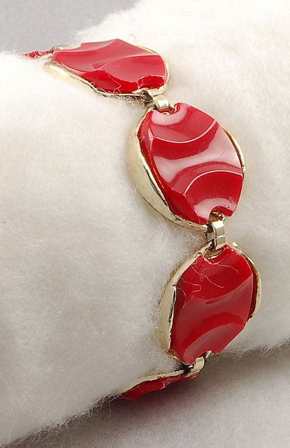 Striking Vintage Red Molded Thermoset Disc Bracelet
