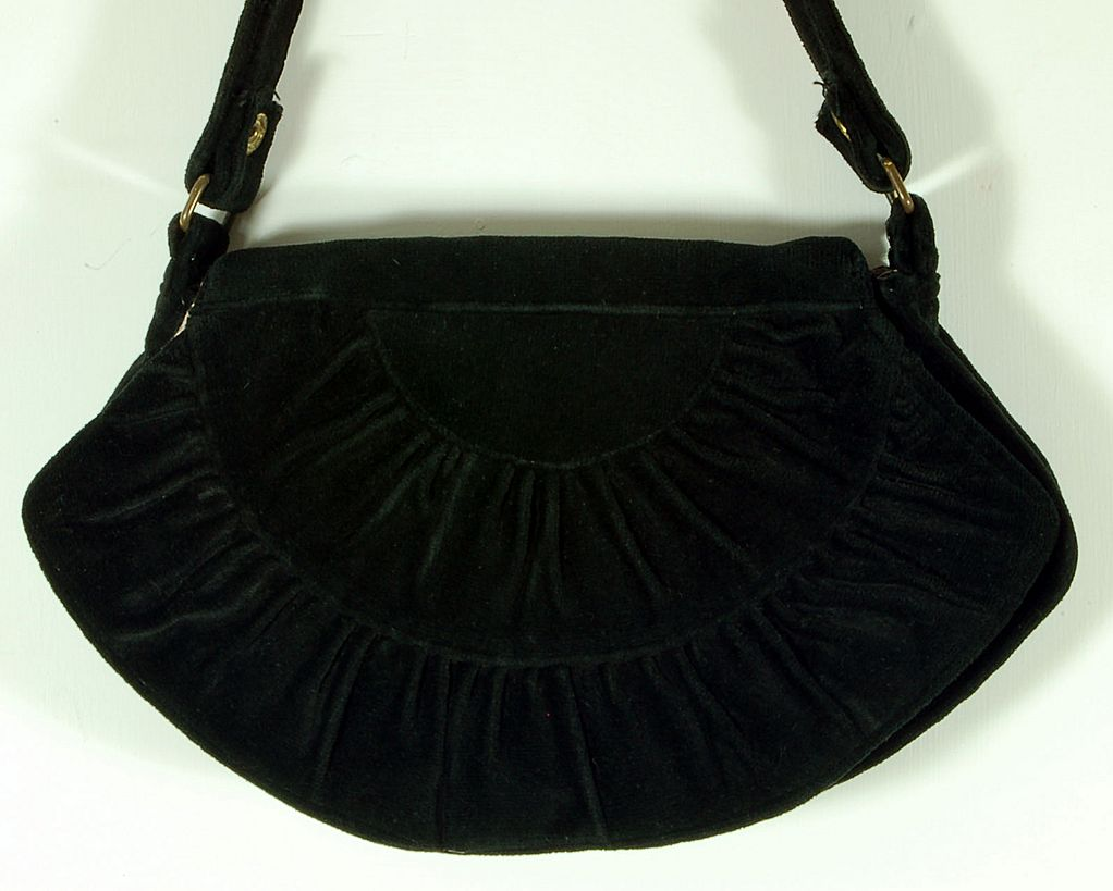 Beautiful Vintage Carpetbags of America Black Quilted Shoulder Handbag Purse