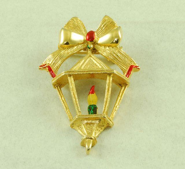 Vintage Gerry's Green Red Enamel Christmas Lantern Pin Brooch