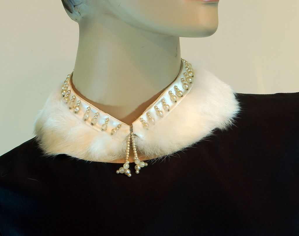 Stunning Vintage Rabbit Fur Collar with Faux Pearls