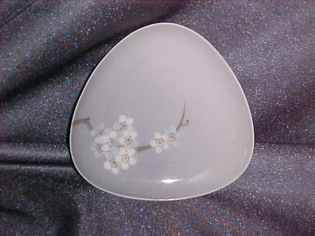 Bing and Grondahl Triangular DIsh Floral  92