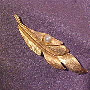 Gold Tone Leaf Pin Brooch with Simulated Pearl