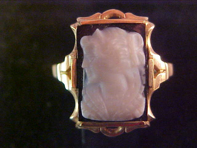 10 Karat Gold Black and White Cameo Ring